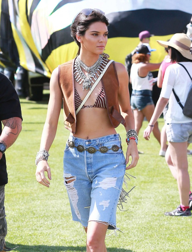 2017 Coachella Fashion trends: long distressed shorts